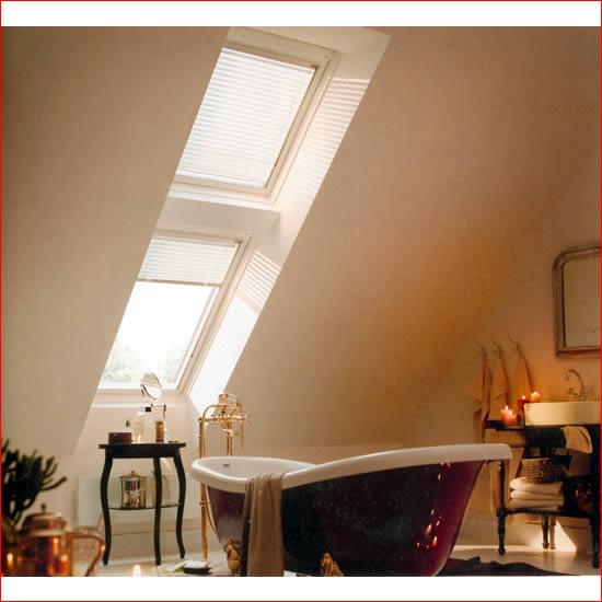 Velux tende avvolgibili finestre per tetti persiane for Finestre velux blindate