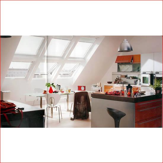 Velux tende avvolgibili finestre per tetti persiane for Lucernari per tetti